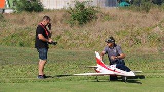 Vétroz: apprendre à voler avec un modèle réduit