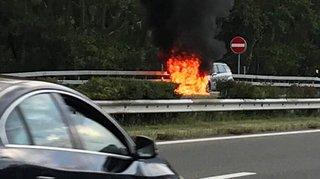 Martigny: une voiture détruite par le feu sur l'autoroute