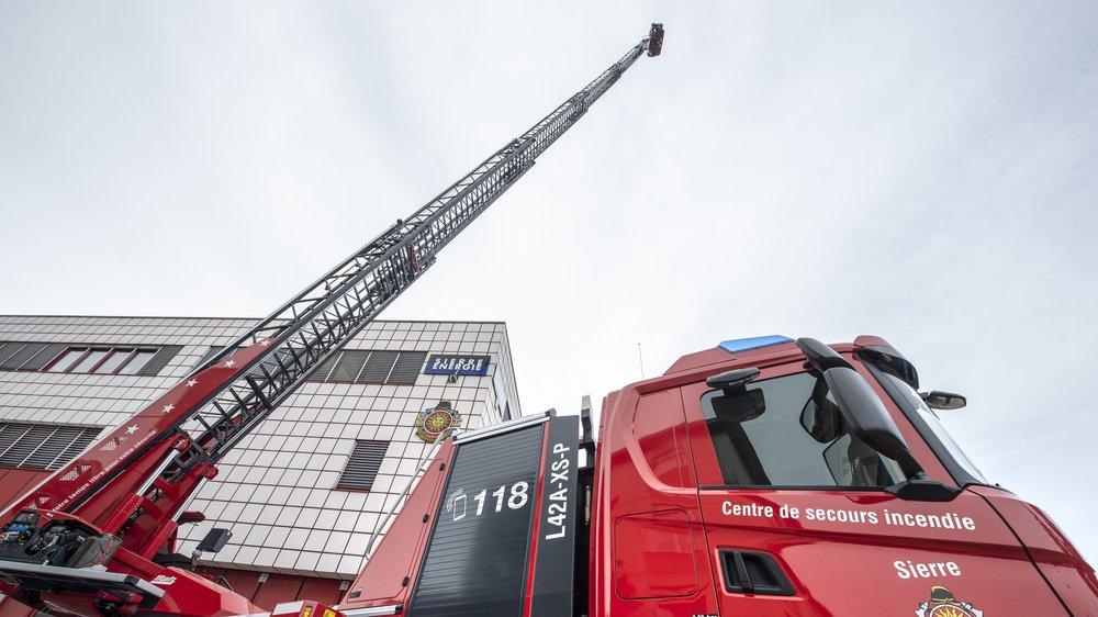 Le commandant des pompiers de la Ville de Sierre a provisoirement été mis à pied. Cette décision des autorités communales intervient dans le cadre d'un audit démarré début septembre au sein du Service du feu. Plusieurs dysfonctionnements y avaient été signalés.