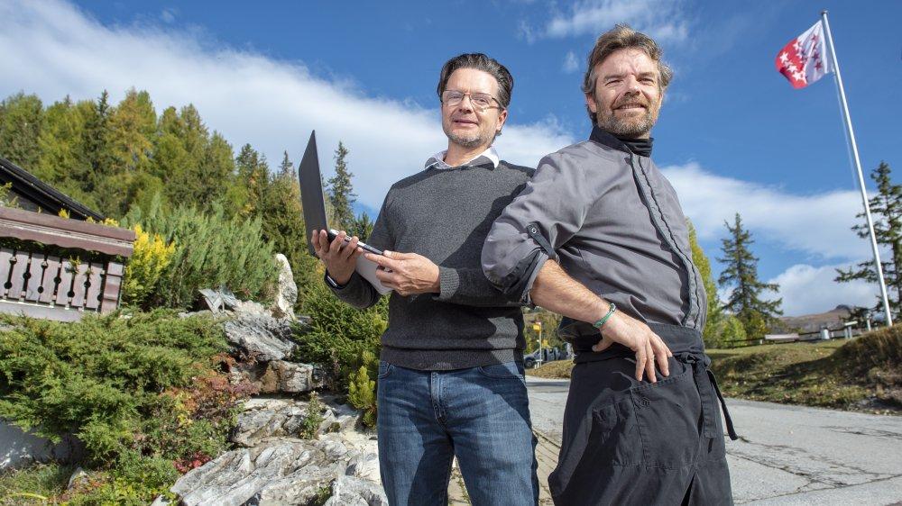 Les frères David (à gauche) et Eddy Cottini comptent parmi la trentaine de commerçants de Crans-Montana qui tenaient un stand lors de la Fête fédérale de la musique populaire (FFMP), en septembre dernier.