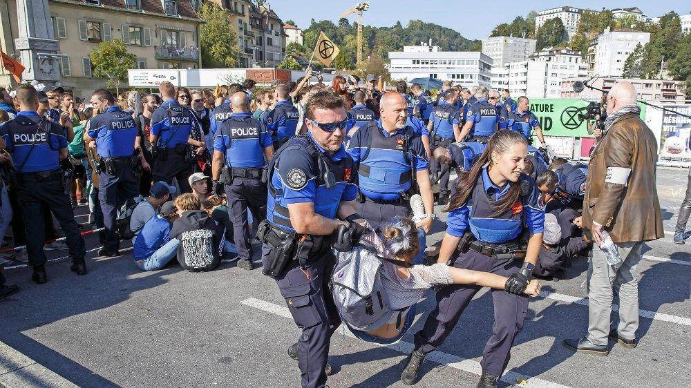 L'ancien bâtonnier vaudois, Christian Bettex (ici à droite), était présent lors du blocage du pont Bessières, à Lausanne, le 20septembre.