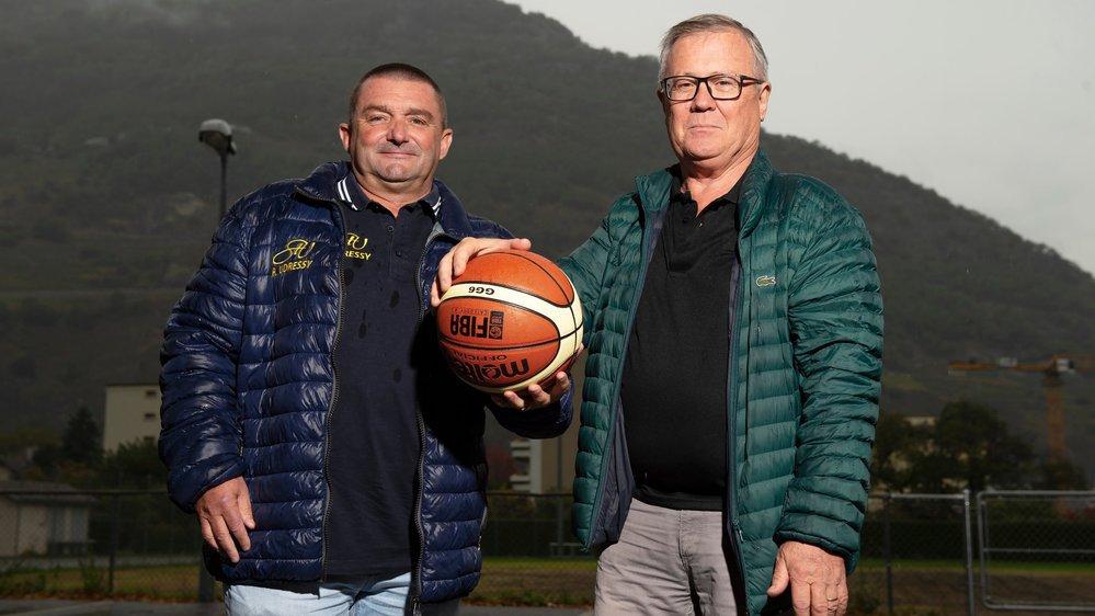 C'est sous un ciel pluvieux que Jean-Michel Rouiller, président du BBC Troistorrents, et Michel Huser, président d'Hélios Basket, ont lancé le derby.