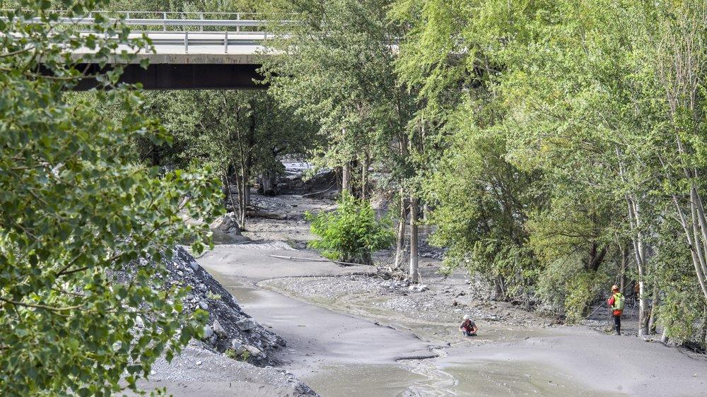 Le 11 août dernier, une lave torrentielle emportait une petite française de 6 ans et un Genvois de 37 ans établi en Valais. Les recherches se poursuivent.