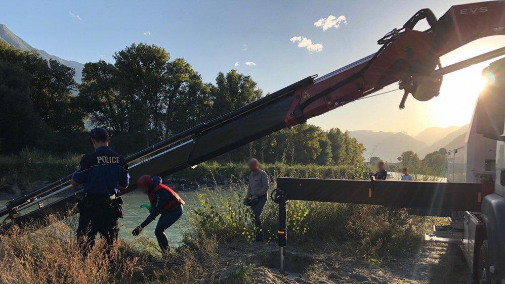 Après la découverte d'un véhicule dans le Rhône, les recherches se poursuivent.