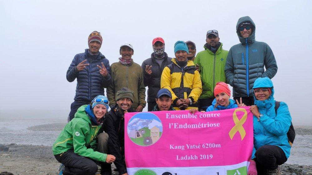 Nathalie Reuse (à gauche), atteinte d'endométriose, a tenté d'atteindre un 6200 mètres pour médiatiser cette maladie encore mal connue.