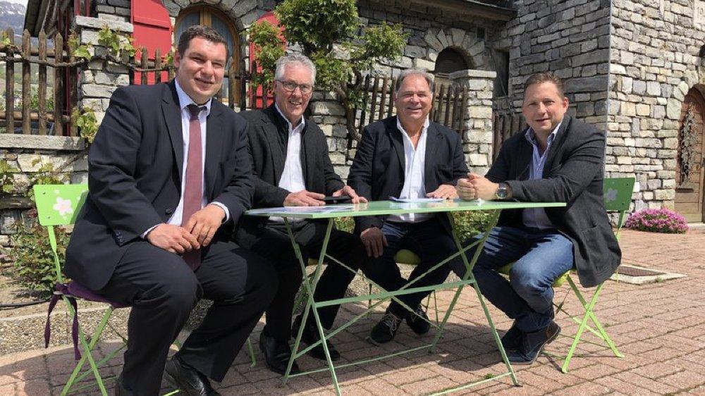 Pierre Berthod (Sierre), Alain Perruchoud (Chalais), Olivier Perruchoud (Chippis) et Marcel Bayard (Grône) enjoignent leurs citoyens à remplir le sondage qui porte sur le projet de fusion de leurs communes respectives.