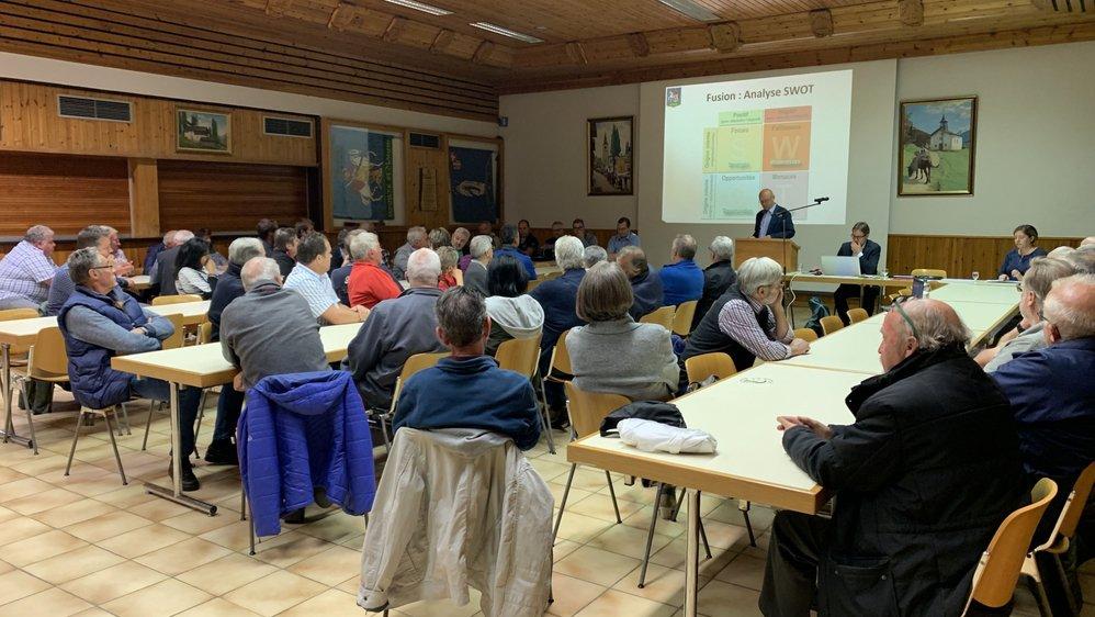 Jeudi soir à Saint-Martin, le président de la commune a pris son bâton de pèlerin pour aborder le sujet de la fusion.