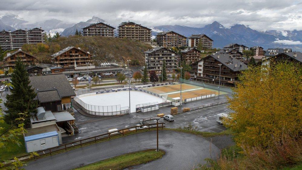 A Haute-Nendaz, une patinoire synthétique a remplacé l'installation traditionnelle pour cet hiver.