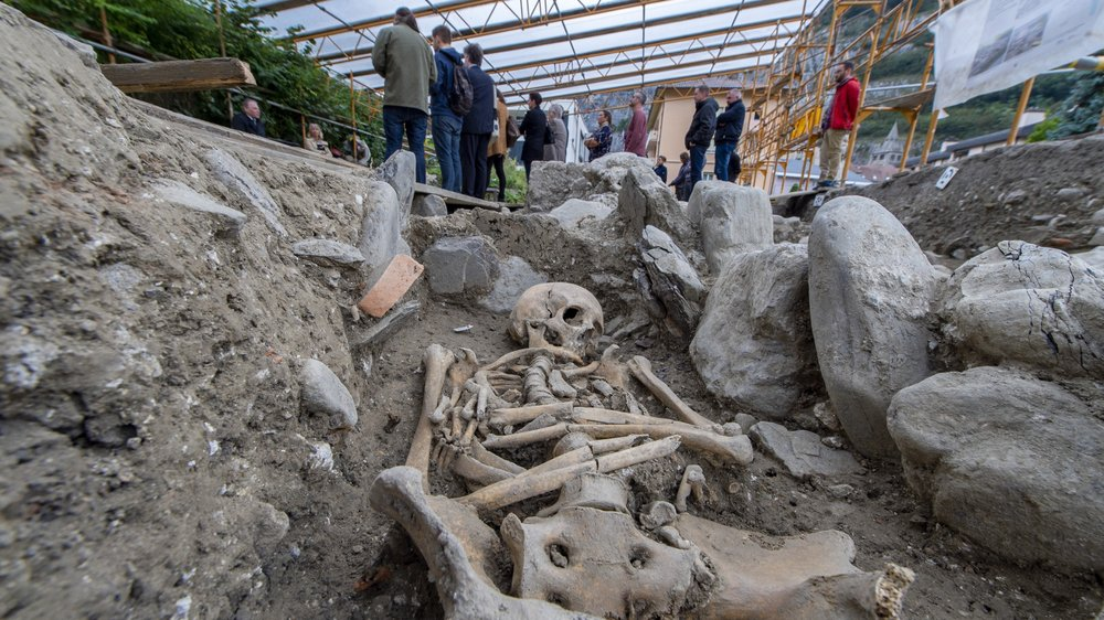 Une église du VIe siècle et son cimetière ont été mis au jour à Saint-Maurice, à 300 mètres de l'abbaye.