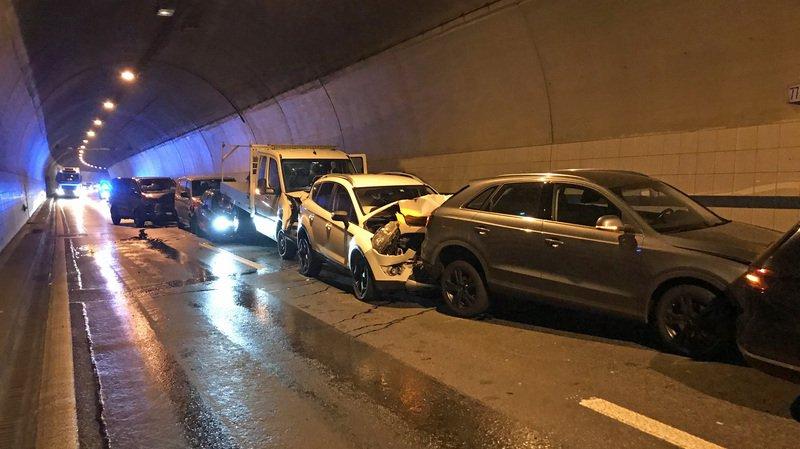"""La collision en chaîne s'est produite vers 6h30 dans le tunnel """"Eich"""", situé sur l'A2 près de Sempach."""