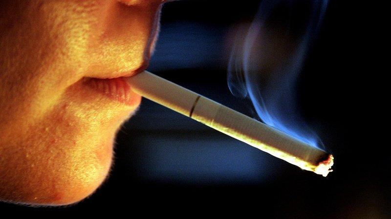 Achat et pub: le Conseil des Etats durcit la loi sur le tabac