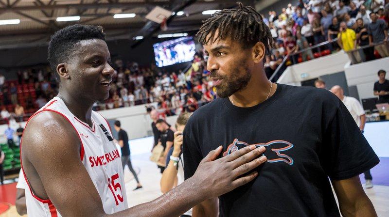 Clint Capela, à gauche, va jouer dans le même club de NBA que son compatriote Thabo Sefolosha. (Archives)