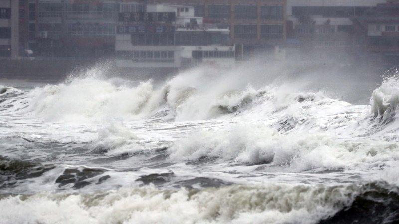 Japon: des centaines de vols annulés à cause du typhon Tapah