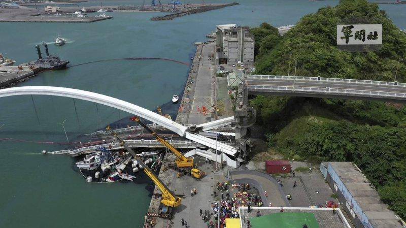 Taïwan: un pont de 140 mètres de long s'effondre, plusieurs blessés et disparus