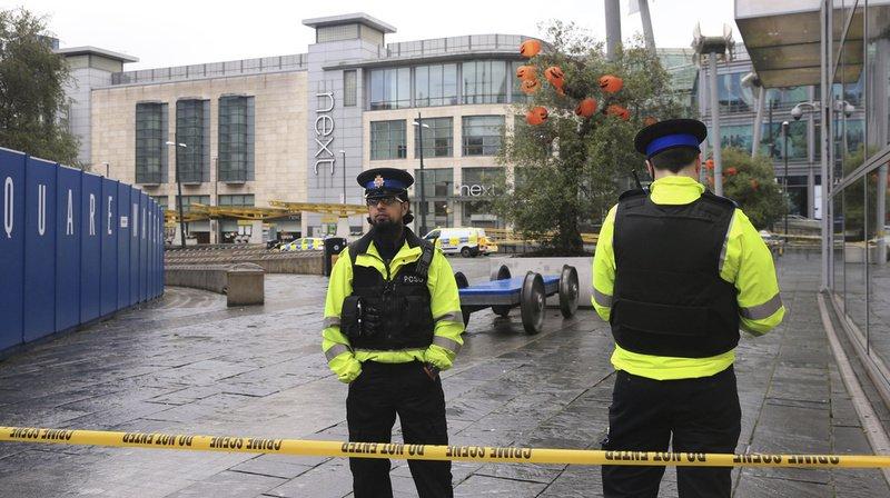 Manchester: une attaque au couteau fait trois blessés dans un centre commercial