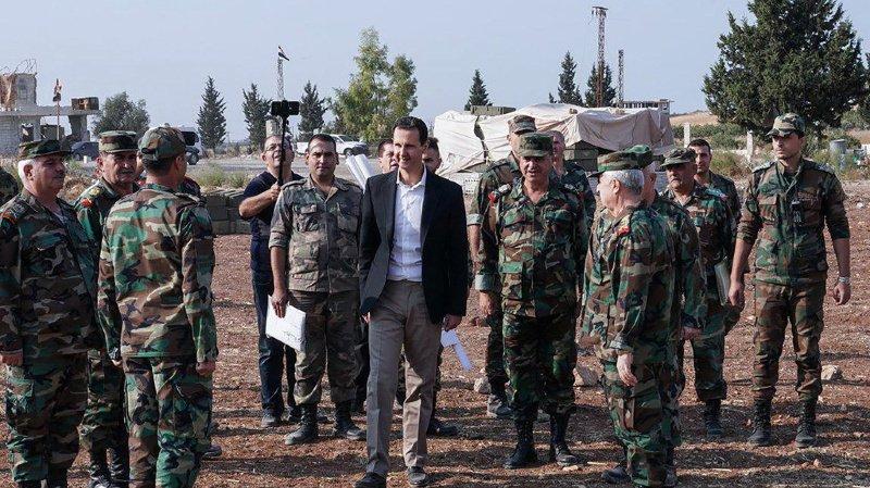 Le président syrien Bashar al-Assad au milieu de l'armée syrienne, dans la province d'Idleb ce mardi.