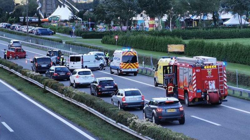 L'accident a impliqué quatre véhicules. Deux personnes ont été blessées.