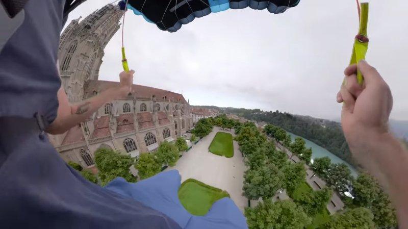 Il saute en base jump de la cathédrale de Berne: colère des autorités