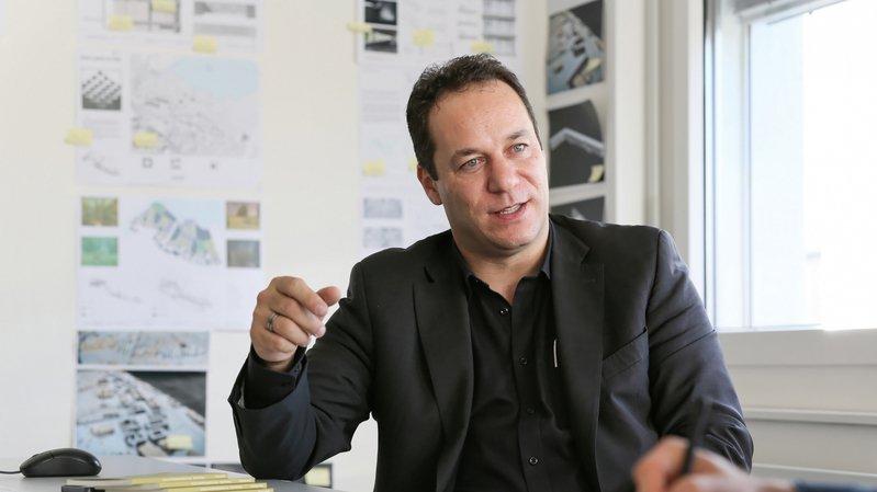 Emmanuel Rey, Professeur de projet d'architecture et directeur du Laboratoire d'architecture et technologies durables (LAST) de l'EPFL