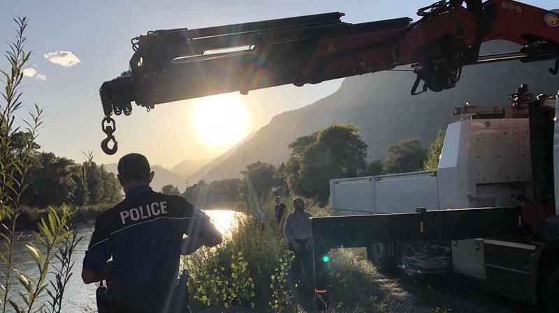 Drame de Chamoson: la voiture des deux victimes retrouvée dans le Rhône, vide