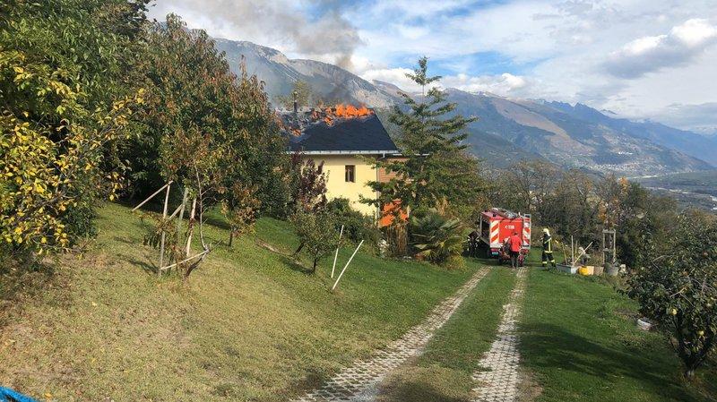 Le toit d'une maison située à Darnona a pris feu vendredi en début d'après-midi.