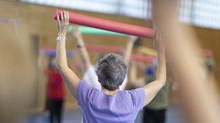 Les seniors qui ont suivi une formation tertiaire se déclarent en meilleure santé