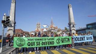 Lausanne: des militants du climat bloquent le pont Bessières