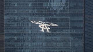 Un drone-taxi survole la cité de Singapour