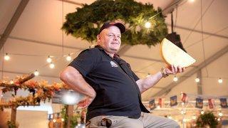 A la Foire avec Eddy Baillifard, seigneur du fromage au royaume de la convivialité