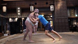 Tennis: quand Novak Djokovic s'essaie au sumo