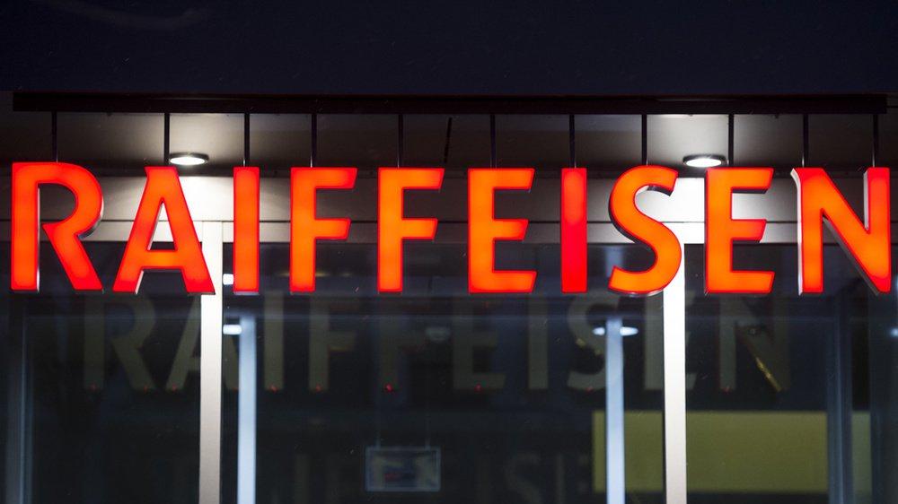 Un ex-employé de la Raiffeisen des communes du Haut-Plateau est jugé à Sierre pour détournement de fonds.