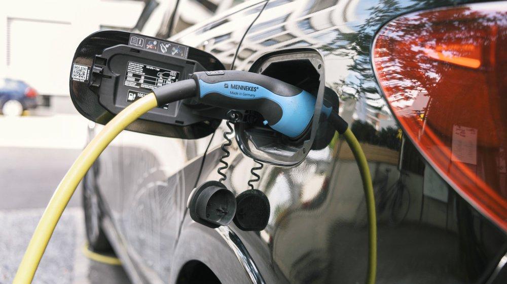 Une prime de 3000 francs en moyenne est prévue par le Conseil d'Etat valaisan pour l'achat d'un véhicule électrique neuf.
