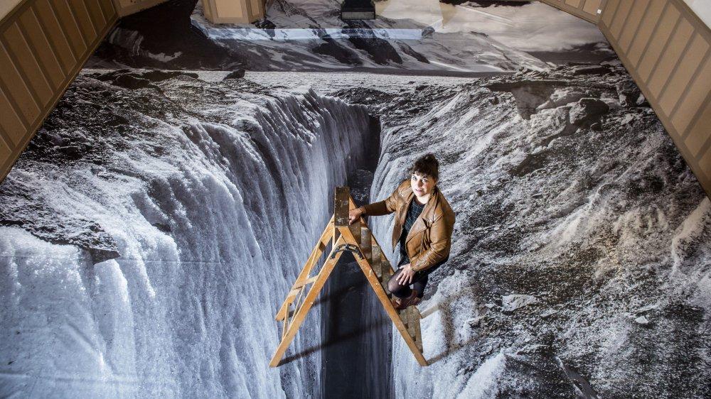 Répondant à une invitation de la ville de Bex, l'artiste valaisanne a couvert le sol de la chapelle Nagelin d'une image du glacier d'Aletsch. Depuis cinq ans, elle focalise son travail artistique sur le changement climatique.