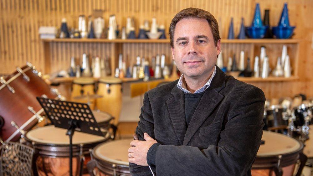 Frédéric Théodoloz dirige le Brass Band 13 Etoiles, basé à Vétroz, depuis un peu plus d'un an.