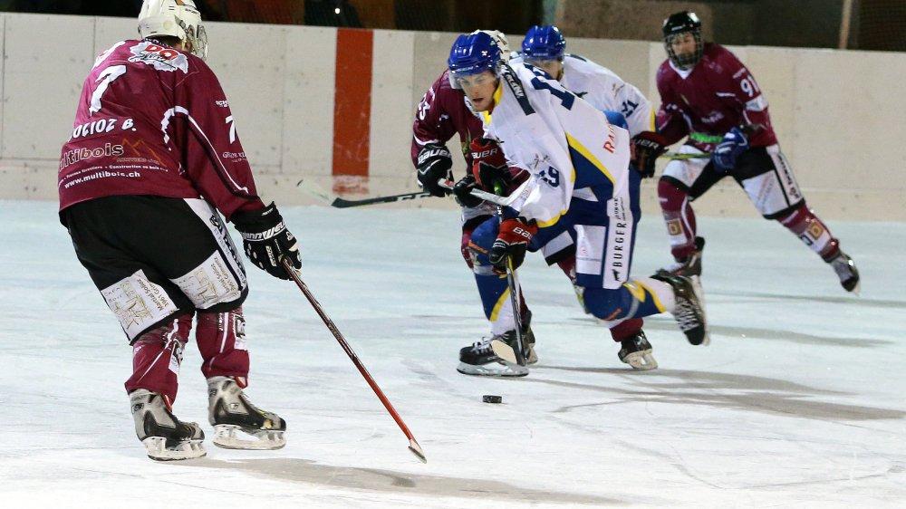 Le HC Anniviers (violet) et le HC Crans-Montana (blanc) disputeront six matchs contre des adversaires du groupe lémanique.