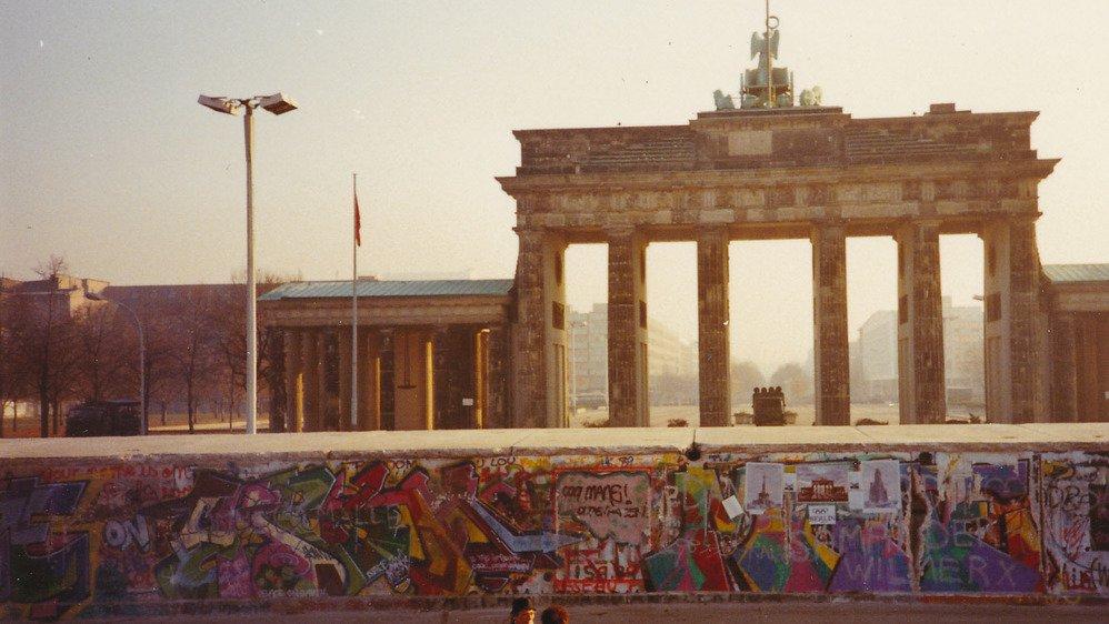 Une Valaisanne présente à Berlin trois jours après la chute du mur nous ouvre son album souvenir.
