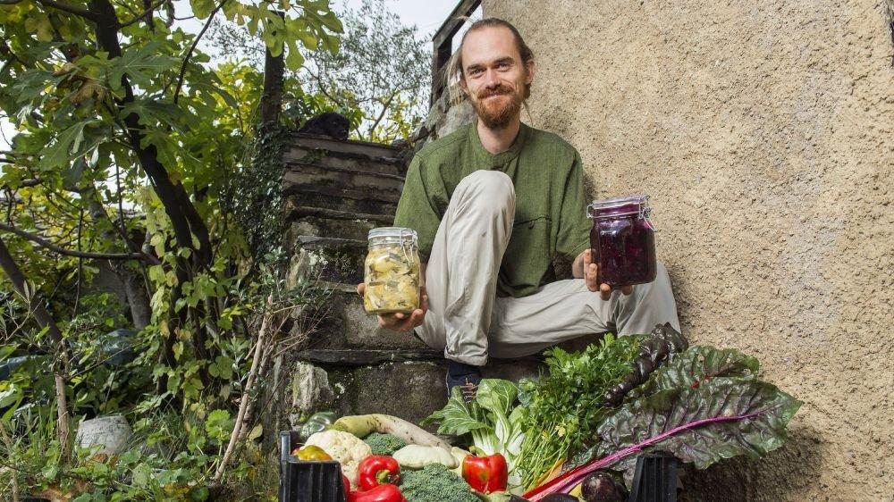Colin Pillet a croisé la lacto-fermentation lors de sa formation au Québec. «J'ai découvert toute sorte de légumes fermentés sur les marchés de Montréal.»