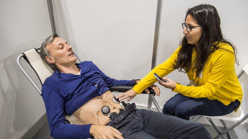 Au salon Planète santé, notre journaliste Joël Jenzer a testé les douleurs menstruelles provoquées par l'endométriose.