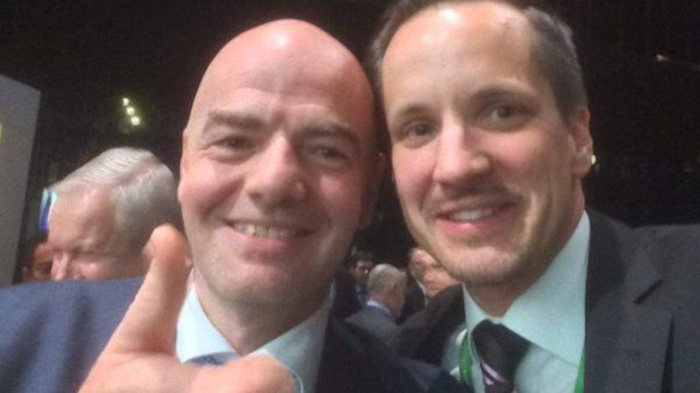 Les liens de Rinaldo Arnold (à droite) avec le numéro un de la Fifa, le Haut-Valaisan Gianni Infantino, seront de nouveau passés au crible.
