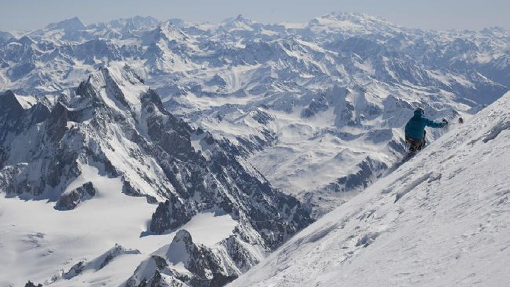 Après avoir gravi à l'aide de béquilles le Mont-Blanc en 2009, Jean-Yves Michellod y effectue la descente de la face nord avec son ski-bob. Une première..