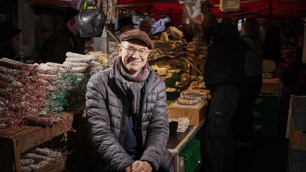 Mads Olesen, à l'aise parmi les plaques de lard et les saucisses, revendique une culture populaire, dans l'esprit de la Foire au lard.