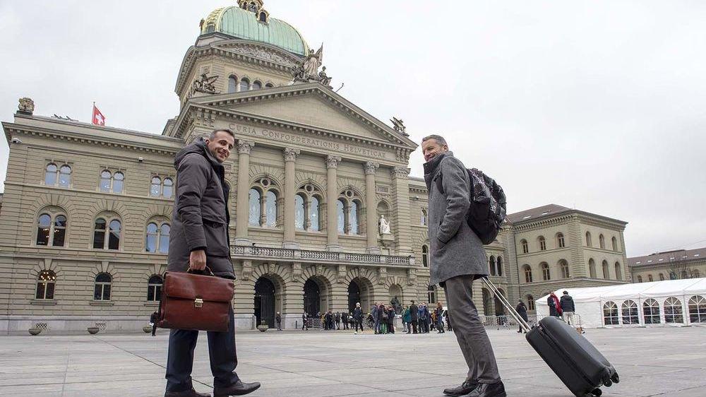 Sidney Kamerzin et Christophe Clivaz font leurs premiers pas vers la nouvelle législature fédérale.