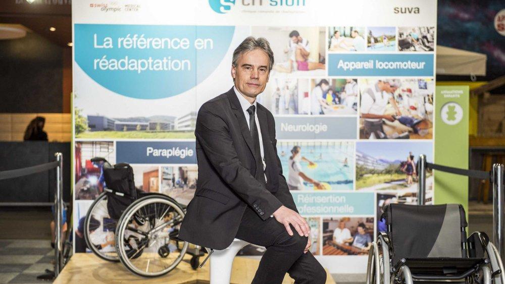 Jean-Raphaël Kurmann, directeur de la SUVA, sur le stand de la SUVA qui marque les 20 ans de présence du Centre de réadaptation dans notre canton.