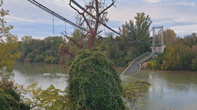 Le pont s'est effondré lundi matin
