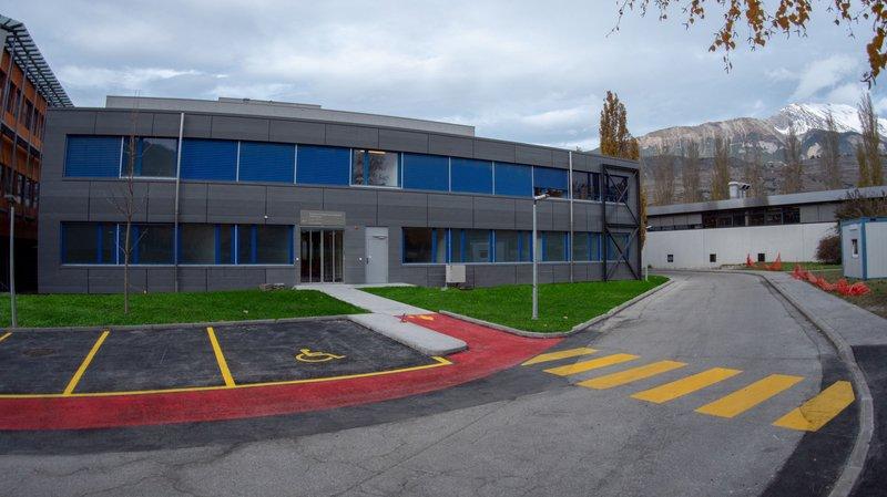 La nouvelle policlinique prend place au rez-de-chaussée de l'Institut central sur le site de l'hôpital de Sion.