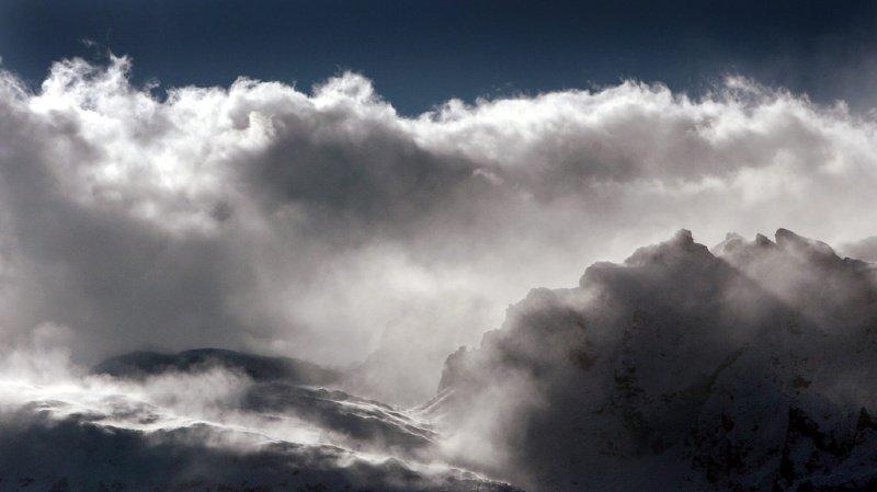 Importantes chutes de neige et tempête de foehn prévues sur la Suisse dans les 24 prochaines heures.