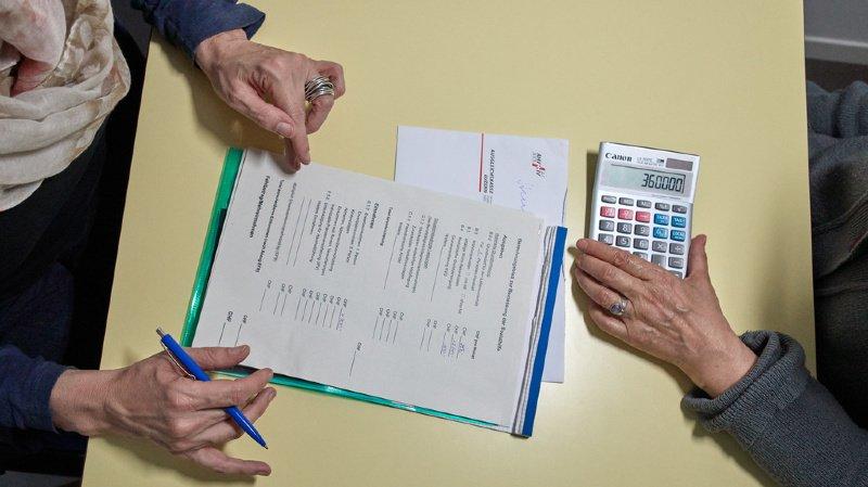 Frais d'assistance pour les aînés: ils sont nombreux à devoir puiser dans leurs économies pour payer
