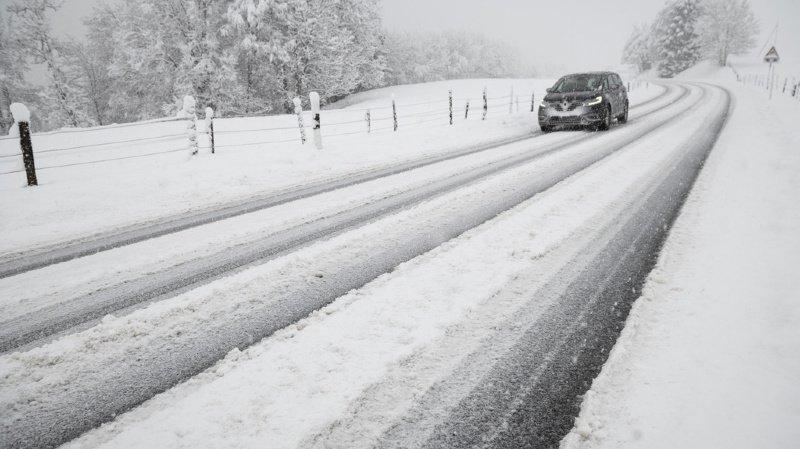 Jusqu'à 20 centimètres de neige à basse altitude et jusqu'à 30 centimètres dès 300 mètres sont attendus, selon Météo France (illustration).