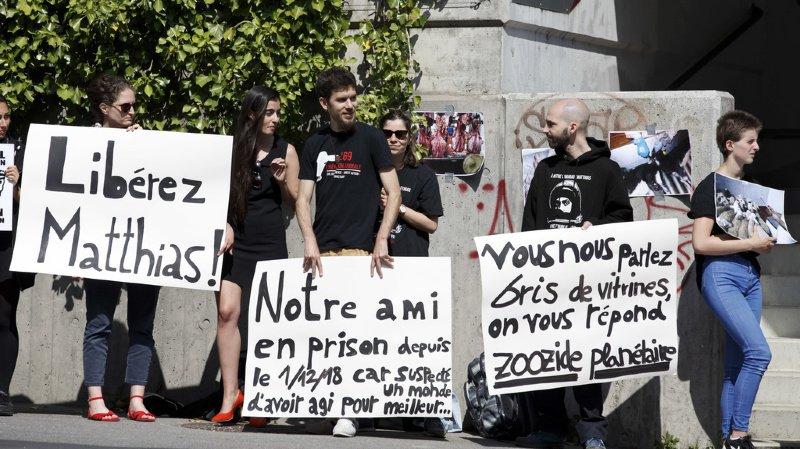 L'homme de 28 ans a déjà passé onze mois en détention préventive à Champ-Dollon. Des militants antispecistes lui manifestaient leur soutien en juin 2019.