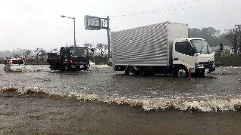 Japon: des pluies diluviennes font au moins quatre morts